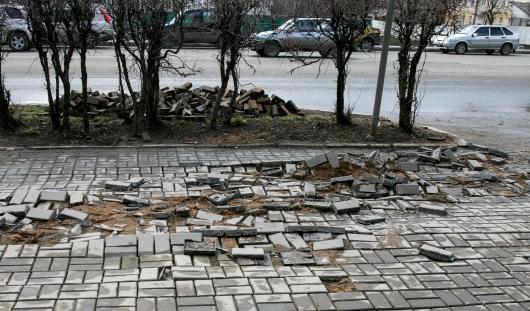 Почему в Ижевске укладывали «пластиковую» плитку вместо бетонной