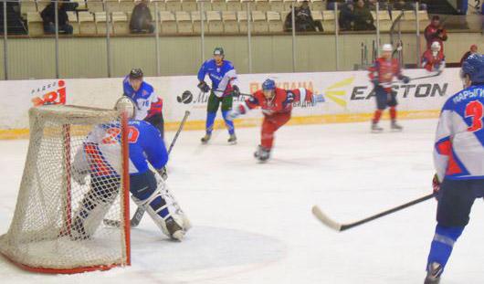 ХК «Ижсталь» обыграл команду из Волжска в двух товарищеских матчах