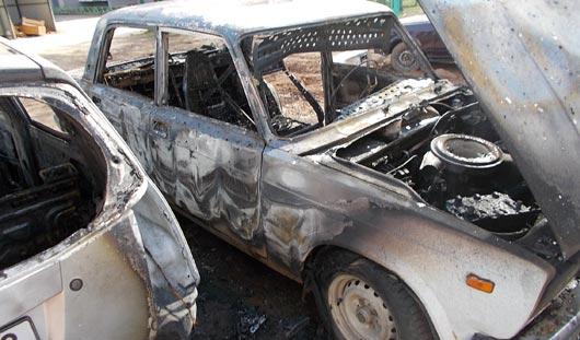 В Ижевске из-за короткого замыкания сгорели 2 машины