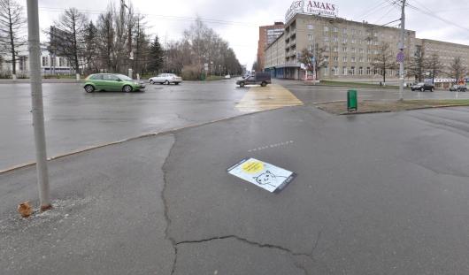 Скандальная реклама появилась на асфальте в Ижевске