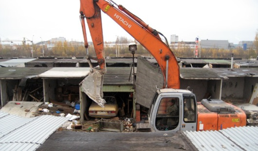 Из-за расширения Славянского шоссе в Ижевске сносят гаражи