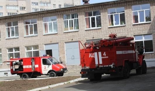 Школу в Ижевске эвакуировали из-за разлившейся кислоты