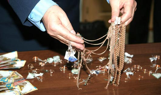 Драгоценности на 1 миллион рублей украл ижевчанин из ювелирного магазина