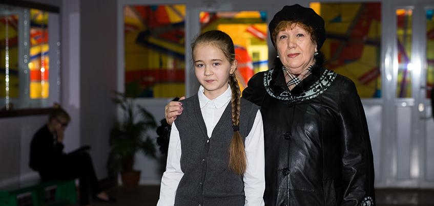 Обычный герой: ижевская школьница спасла женщину, разбившую голову при падении