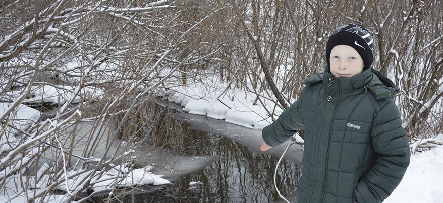 Школьнику из Удмуртии за спасение друга, провалившегося под лед, подарили телефон