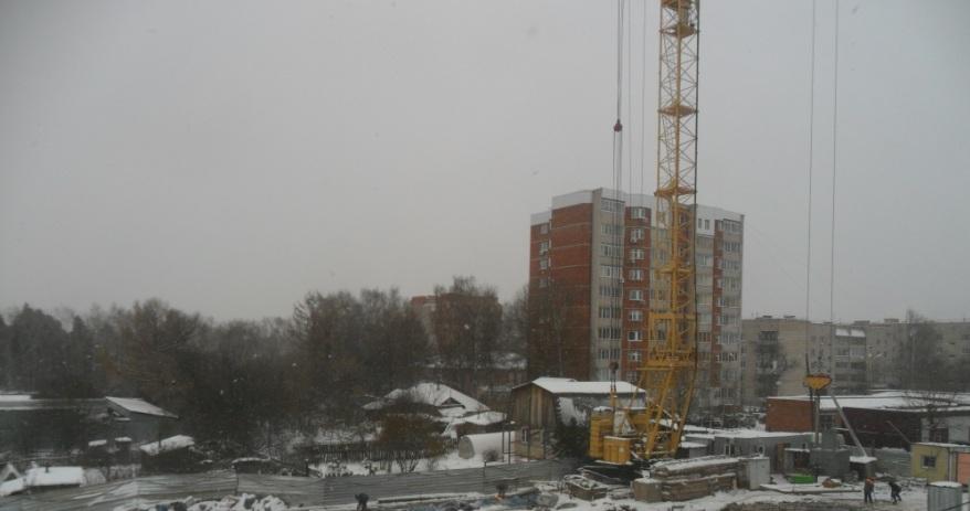Рядом с разрушающейся пятиэтажкой на ул. Льва Толстого началась еще одна стройка
