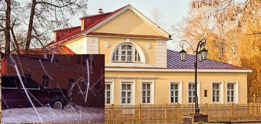 В Удмуртии автомобиль врезался в недавно отремонтированный забор Музея-усадьбы Петра Чайковcкого
