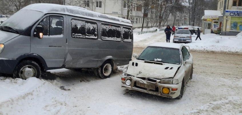Из-за непрекращающегося снегопада весь Ижевск «стоит» в пробках
