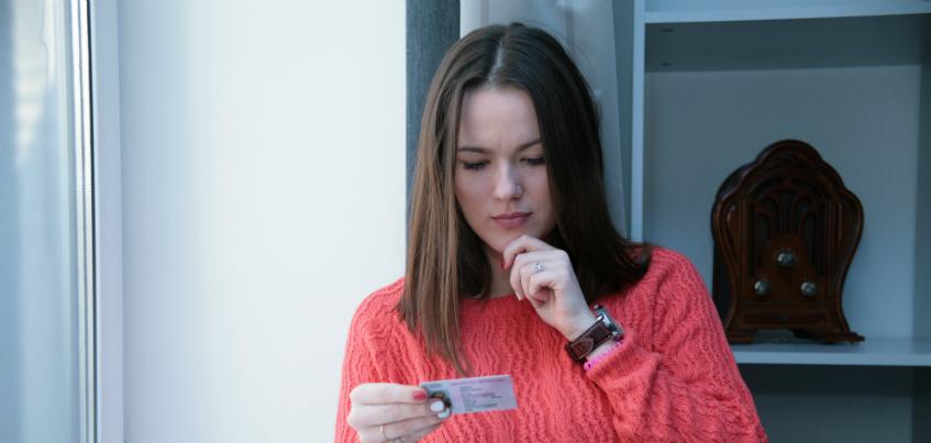 Нужно ли менять водительские права после смены фамилии?