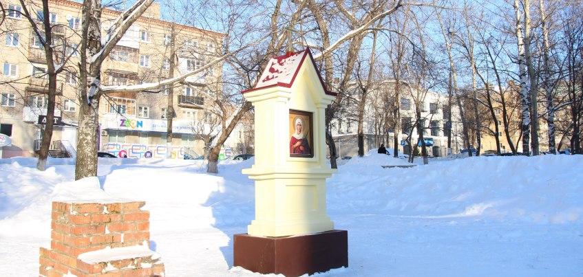 Фотофакт: В Ижевске рядом с УдГУ установили православный киот Святой Мученицы Татианы