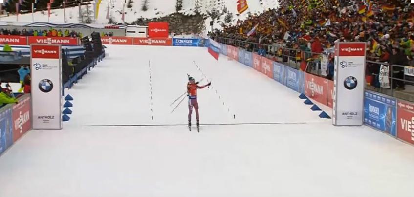 Биатлонист Антон Шипулин финишировал с флагом «Ижевск» на Кубке мира