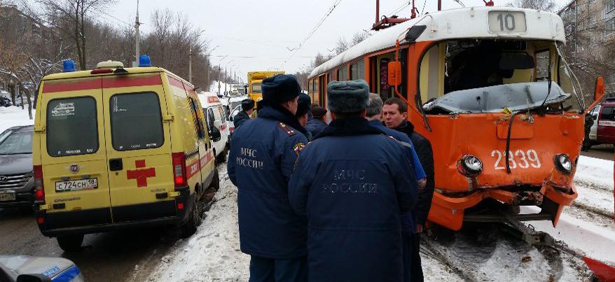 В Ижевске страховая компания возместит ущерб пассажирам столкнувшихся трамваев