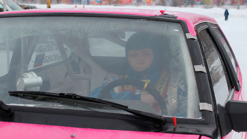 В Ижевске прошел второй этап кубка России по зимним трековым автогонкам