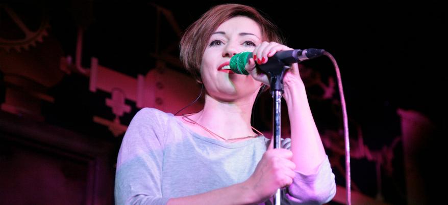 Солистка группы «Мураками» рассказала поклонникам из Ижевска о своей новой книге
