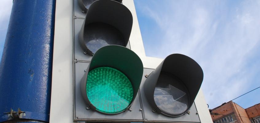 В Ижевске сократили время горения стрелки светофора для поворота с улицы Удмуртской на Авангардную