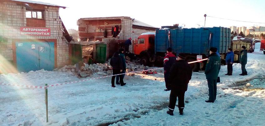 Под обломками: почему обрушилась шиномонтажка, где погибли двое жителей Ижевска