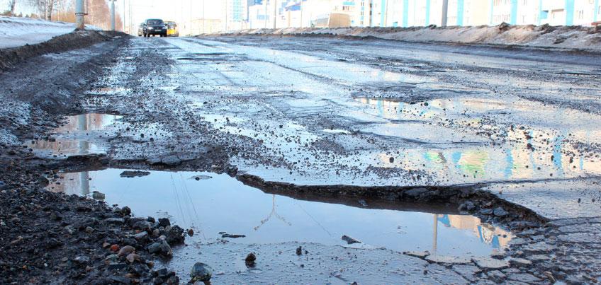 Ижевские автомобилисты: «Будем класть по две гвоздики в каждую яму, и засыпать их песком»