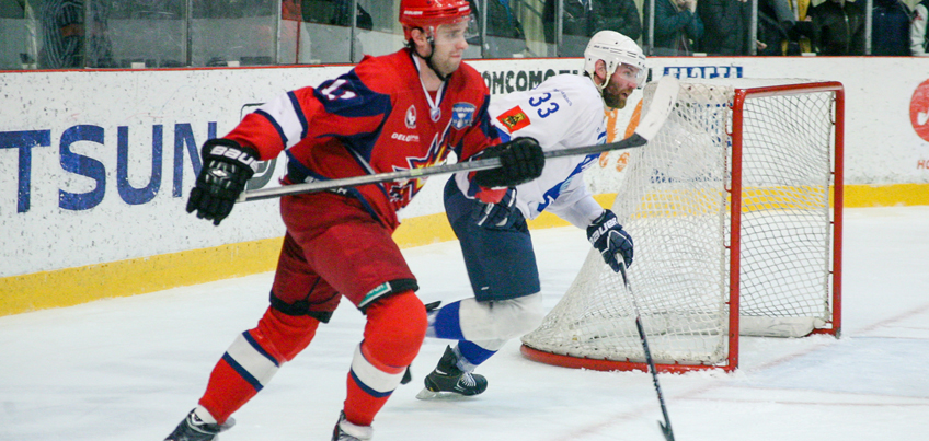 Хоккеисты «Ижстали» обыграли ХК «СКА-Нева» в очередном матче 1/8 стадии плей-офф ВХЛ