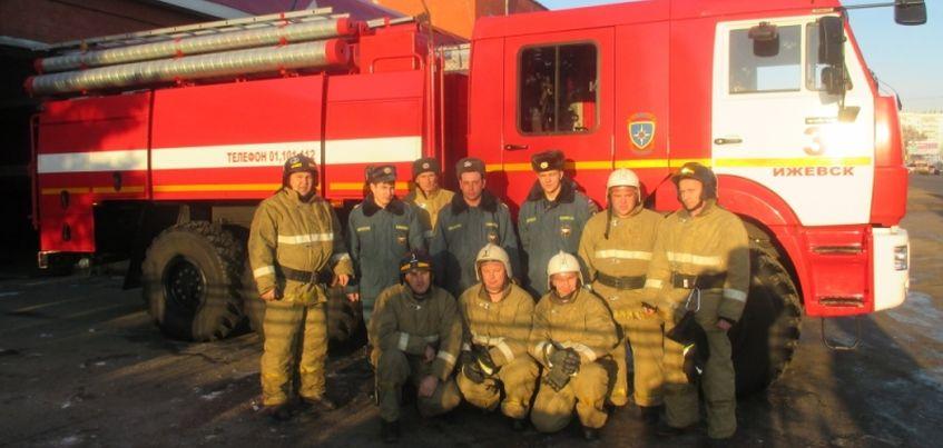 Ветеран войны из Ижевска поблагодарила пожарных за их работу