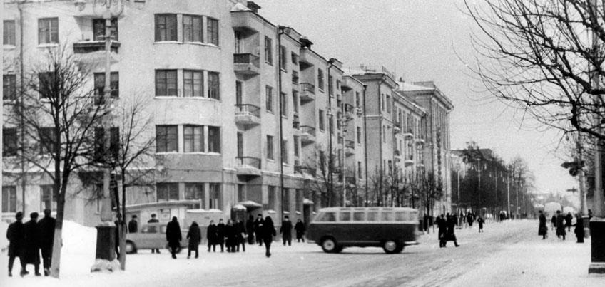 Прогулки по Ижевску: первые жильцы элитного дома на Красноармейской готовили на печи, а мылись в тазу