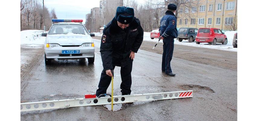 Ямы да ухабы. Как госавтоинспекторы проверяют состояние дорог Ижевска?