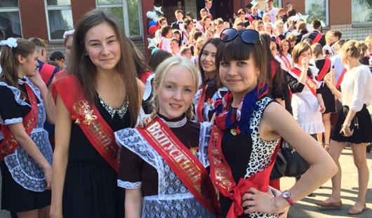 Последний звонок в Ижевске: выпускники о школьной любви и друзьях на всю жизнь
