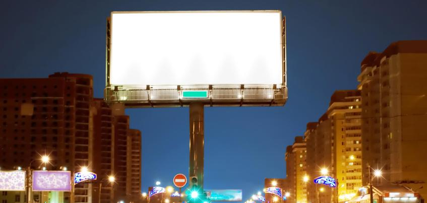 В Ижевске с домов и из парков планируют убрать проекционные рекламные экраны