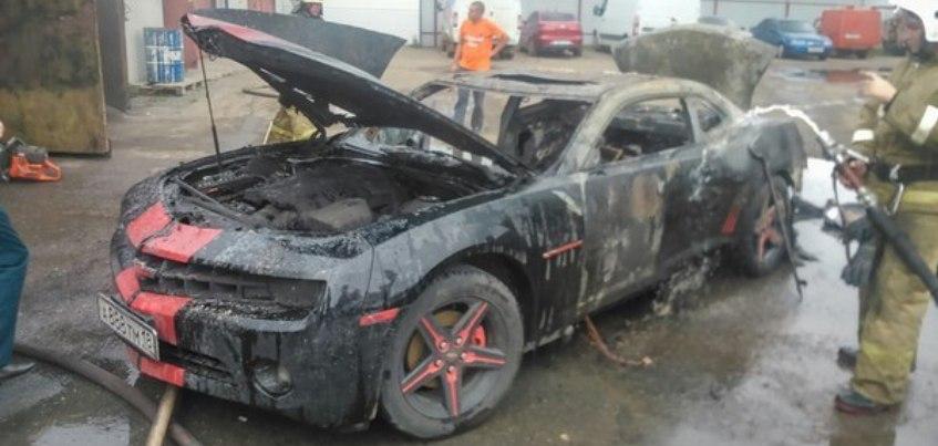 В Ижевске освободили от наказания женщину, по вине которой сгорел Chevrolet Camaro