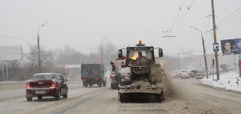 Аварии, очередь в травматологии, закрытые трассы - к чему привел снегопад в Ижевске