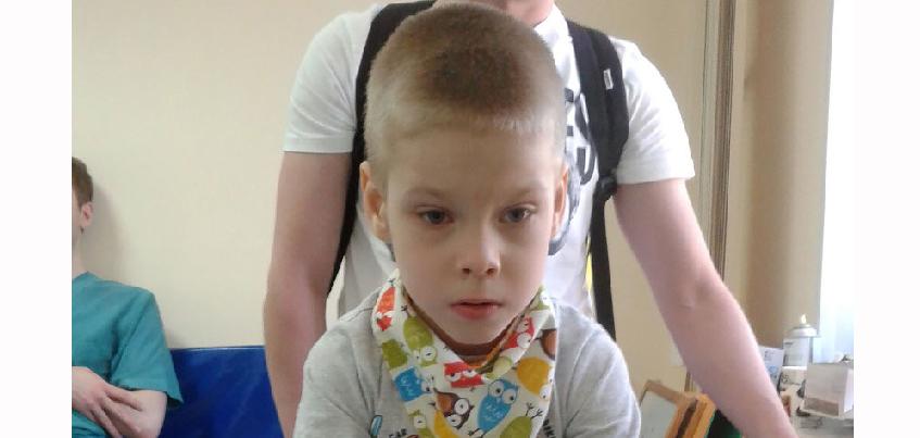 Нужна помощь: 7-летнему Ярославу с ДЦП необходима коляска