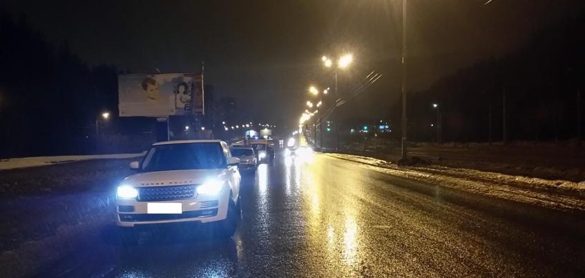 В Ижевске столкнулись автомобиль скорой помощи и внедорожник