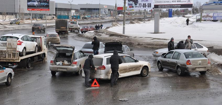 Способы спасти свои шины от ям и как изменится жизнь ижевчан с апреля: о чем сегодня утром говорят в Ижевске