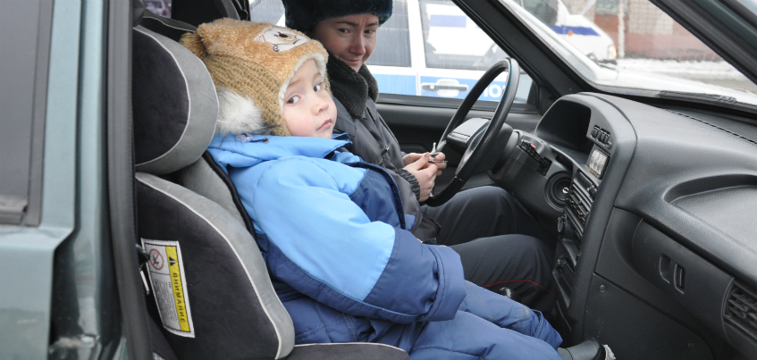 В Ижевске семью с 1,5-годовалым ребенком высадили из автобуса из-за отсутствия детского кресла