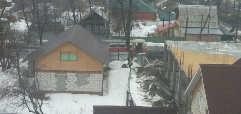 В Ижевске на улице Шишкина сошел с рельс трамвай