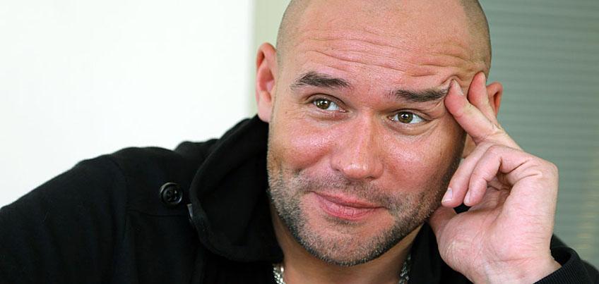 Максим Аверин в Ижевске представит продолжение спектакля «Все начинается с любви»