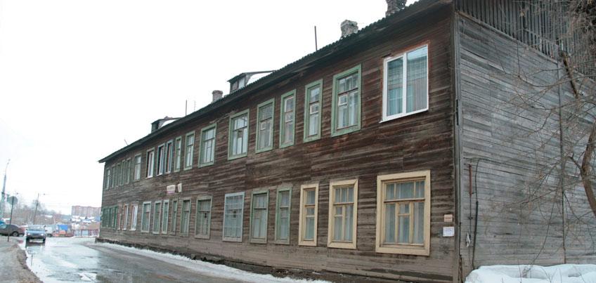 История городка Строителей: магазин «Родина» и бараки с пленными немцами