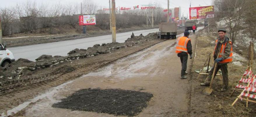 В Ижевске дорожники отремонтировали провал на пешеходной дорожке по улице 50 лет ВЛКСМ