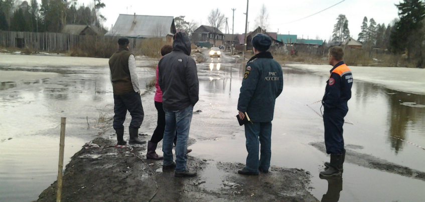 В микрорайоне «Нагорный» в Ижевске затопило дамбу