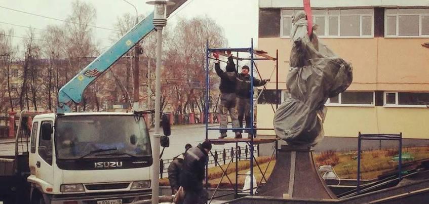 Фото: В Ижевске установили памятник Юрию Гагарину