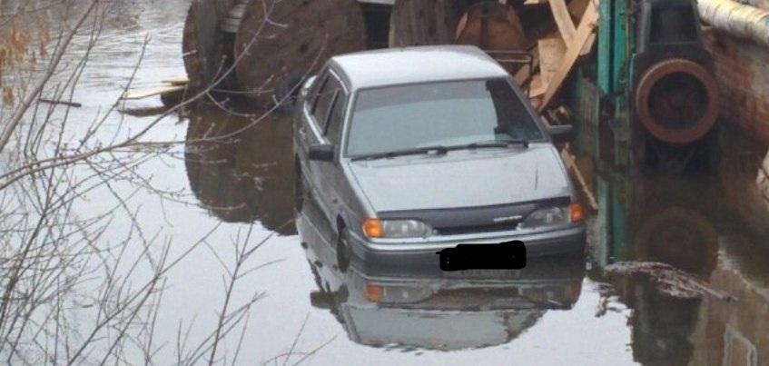 В Ижевске из-за паводка затопило переулок Интернациональный