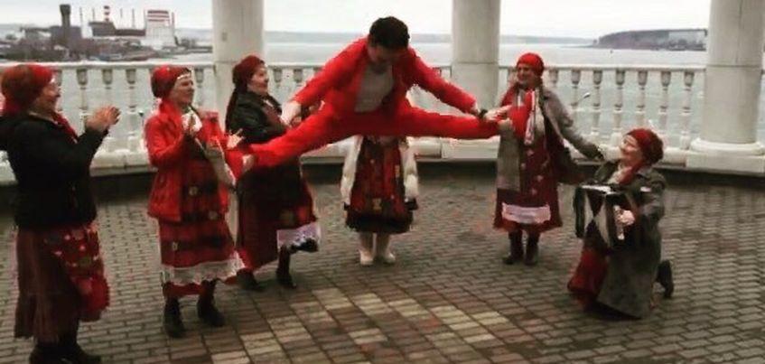 «Магазинно» в Ижевске: Александр Молочко станцевал с Бурановскими бабушками