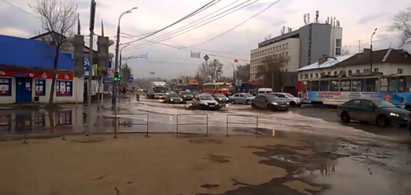 В Ижевске из-за подтопления улицы Карла Маркса трамваи перегоняют в другое депо