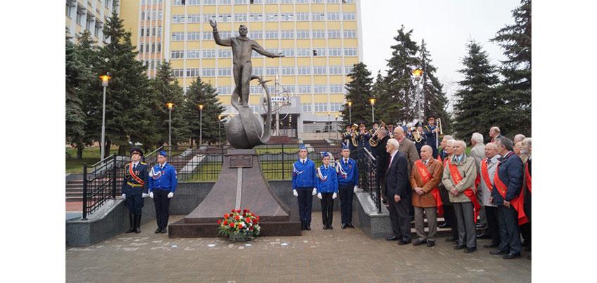 В Ижевске открыли памятник первому космонавту Юрию Гагарину