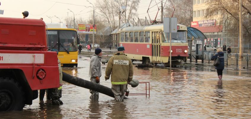 Паводок в Ижевске: горожанин купил гидрокостюм, чтобы выбираться из дома