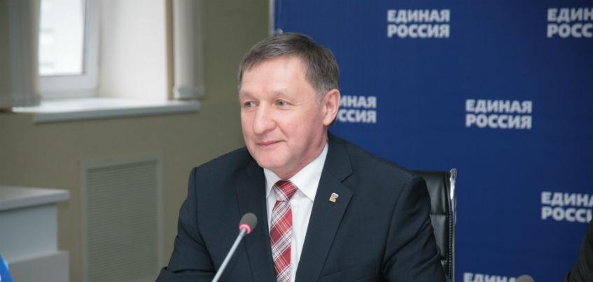 Председатель Госсовета Удмуртии обещал подобрать сорта яблок для посадки на Марсе
