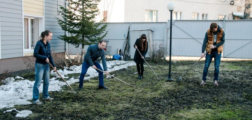 Газета «ЯСНО!» проводит субботник в парке им. Кирова