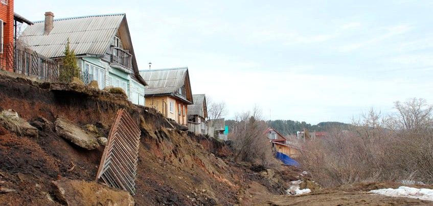 В Удмуртии ситуацию в деревне Докша, где жители пострадали из-за оползня, признали стабильной
