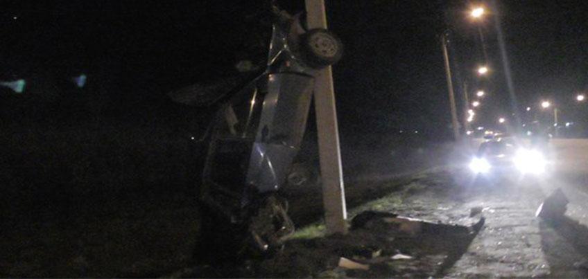 Водитель перевернулся на «легковушке» и влетел в столб на трассе в Удмуртии