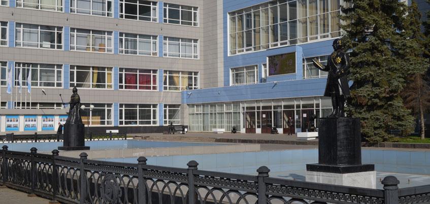 В Ижевске возле завода «Ижсталь» появились скульптуры Екатерины II, Графа Шувалова и рабочих завода