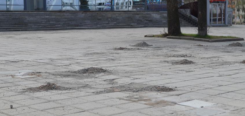 В Ижевске на Центральной площади заливают бетоном пустые участки, чтобы горожанам было удобно гулять в праздники